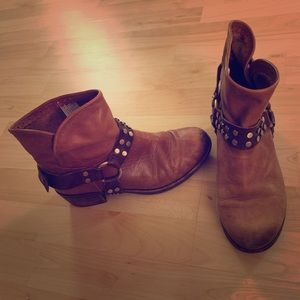 Vintage Distressed Harness Boot UGGs